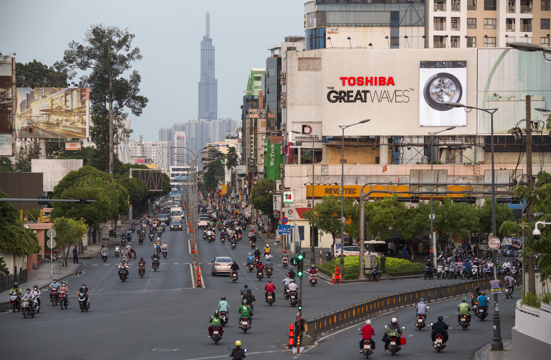 Sài Gòn đông đúc khi sắp kết thúc đợt cách ly toàn xã hội 14 ngày - Ảnh 9.