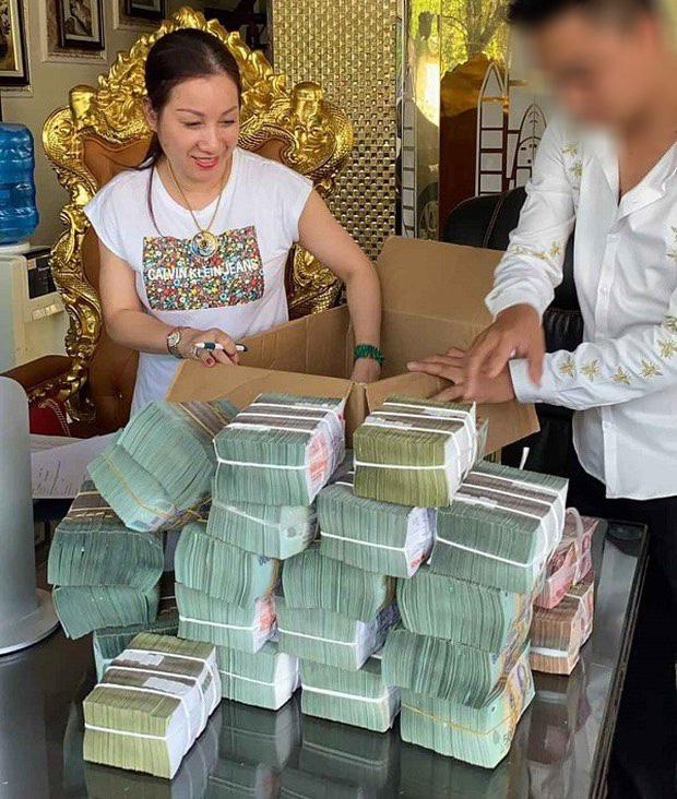 Cảnh sát bắt vợ chồng nữ đại gia bất động sản Thái Bình: Người dân nói như trừ được mối họa - Ảnh 2.