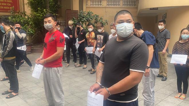 Tạm giữ 15 đối tượng, khởi tố vụ Gây rối trật tự công cộng tại hồ Hoàn Kiếm - Ảnh 3.