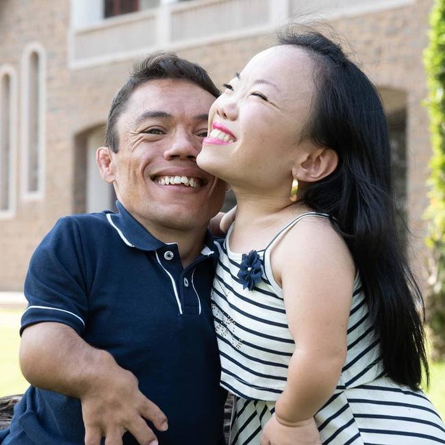 Cặp đôi nhỏ bé nhất thế giới cao chưa đầy 1m: Quen biết trên mạng, chàng bị nàng block vì nhạt nhẽo nhưng cuối cùng cũng nên duyên chồng vợ - Ảnh 3.