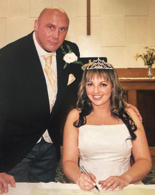 Sau khi ly hôn, vợ cũ bàng hoàng khi biết danh tính người mà chồng cũ đính hôn - Ảnh 2.
