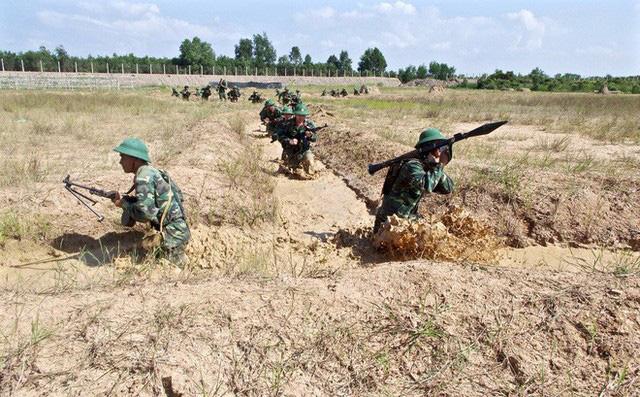 Chiến trường K: Quân tình nguyện VN hứng chịu đợt phản kích điên cuồng của Polpot ở Đồi Không Tên - Ảnh 4.