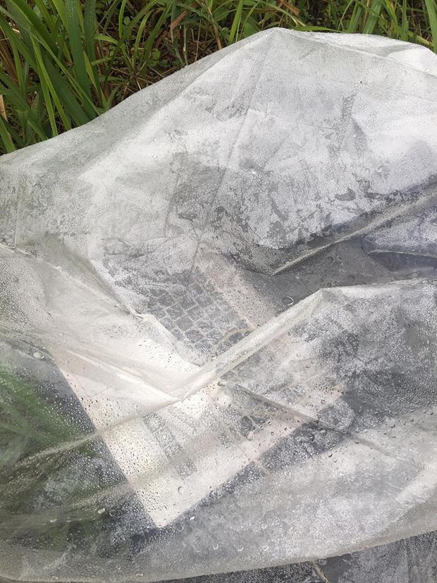 Nam sinh trùm áo mưa, leo đồi 10km bắt sóng học online: Được mời vào ủy ban nhưng từ chối vì lý do cách ly đặc biệt - Ảnh 2.