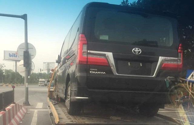 Nhiều xe nhập khẩu độc và lạ về Việt Nam giữa mùa dịch: Gầm cao áp đảo, giá đều bạc tỷ - Ảnh 15.