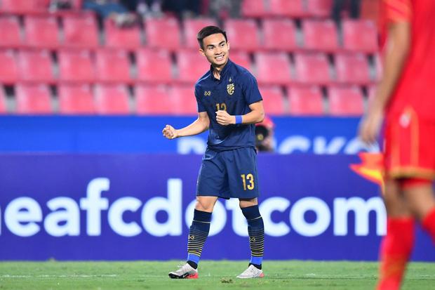 Thai League tạm hoãn vì Covid-19, cầu thủ U23 Thái Lan về quê nuôi bò phụ gia đình, HLV bán bánh mì kiếm sống qua ngày - Ảnh 3.