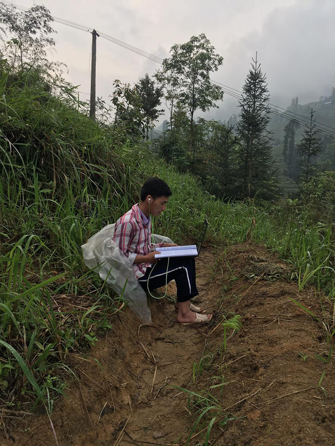Nam sinh trùm áo mưa, leo đồi 10km bắt sóng học online: Được mời vào ủy ban nhưng từ chối vì lý do cách ly đặc biệt - Ảnh 5.