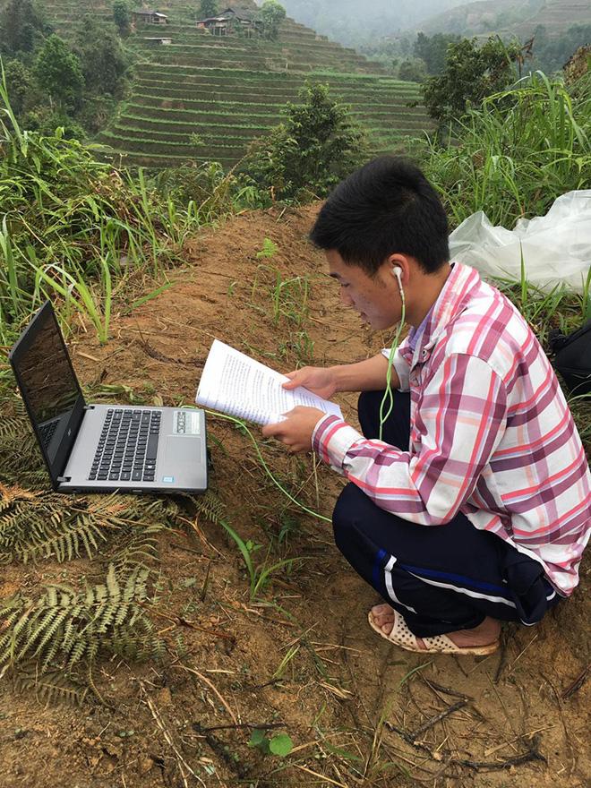 Nam sinh trùm áo mưa, leo đồi 10km bắt sóng học online: Được mời vào ủy ban nhưng từ chối vì lý do cách ly đặc biệt - Ảnh 6.