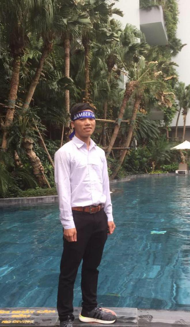 Nam sinh trùm áo mưa, leo đồi 10km bắt sóng học online: Được mời vào ủy ban nhưng từ chối vì lý do cách ly đặc biệt - Ảnh 7.