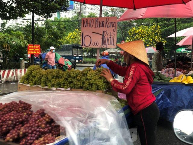 Trái cây mùa hè giá rẻ như cho vẫn ế  - Ảnh 14.