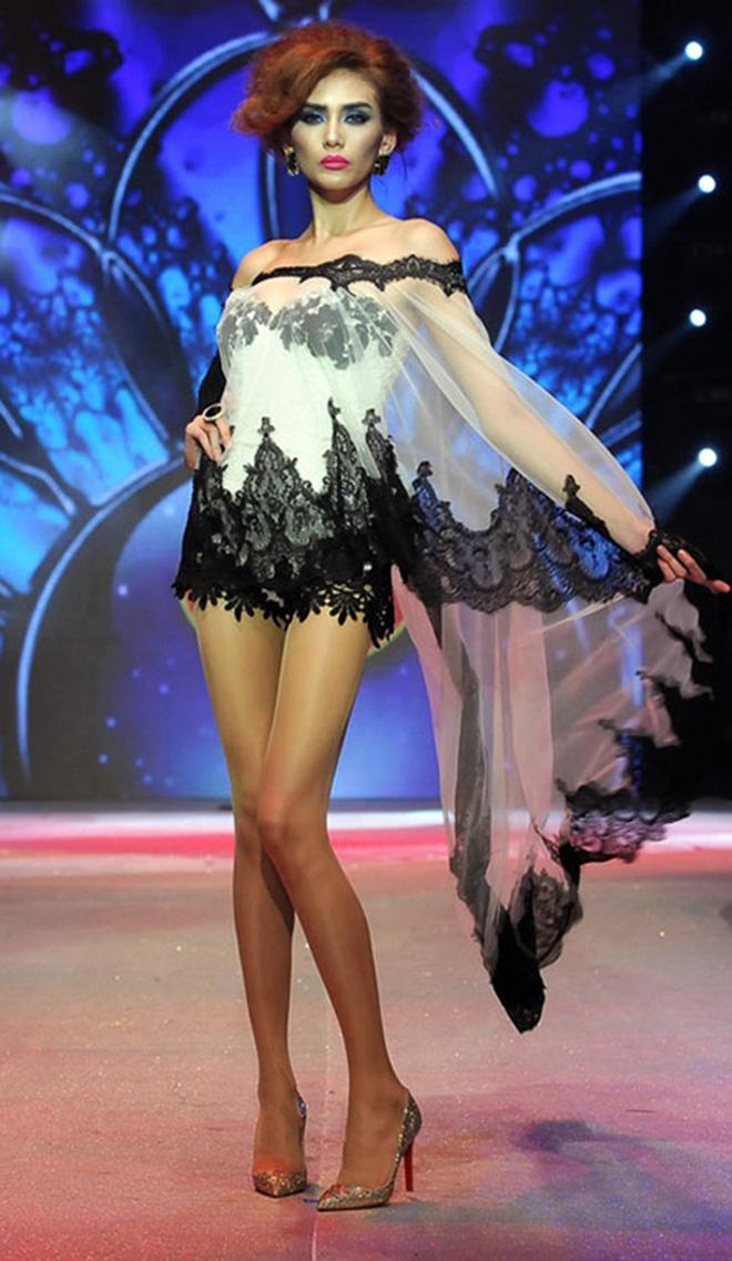 Nữ siêu mẫu dìm hàng 7 hoa hậu đình đám của Việt Nam - Ảnh 1.