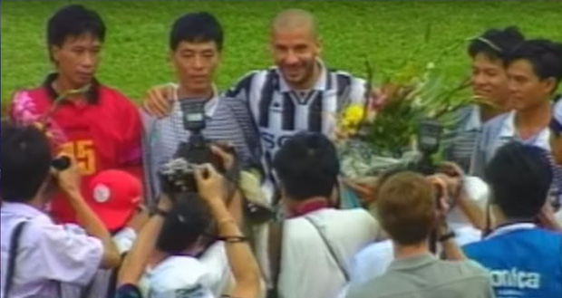 5 lần ông lớn của bóng đá thế giới đối đầu với Đội tuyển Việt Nam: Lionel Messi lỡ hẹn, huyền thoại từng chịu cảnh tù đày Ronaldinho góp mặt - Ảnh 1.