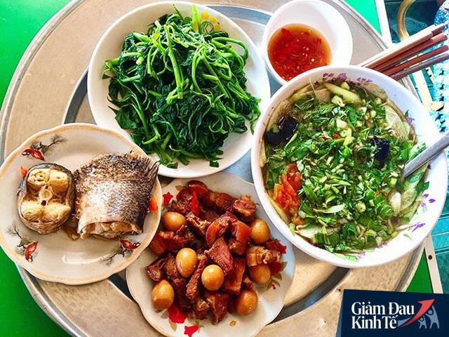 Sếp C.P Việt Nam: Nguyên liệu dự trữ sản xuất thức ăn chăn nuôi chỉ đủ đến hết tháng 5/2020, nhiều DN kiến nghị người dân ăn thịt gà, cá, thay thịt lợn - Ảnh 1.