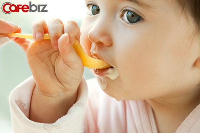 3 biểu hiện khi ăn cơm của một đứa trẻ cho thấy khi lớn lên chúng sẽ thiếu bản lĩnh: Biểu hiện đầu tiên thật khiến người khác khó chịu - Ảnh 2.