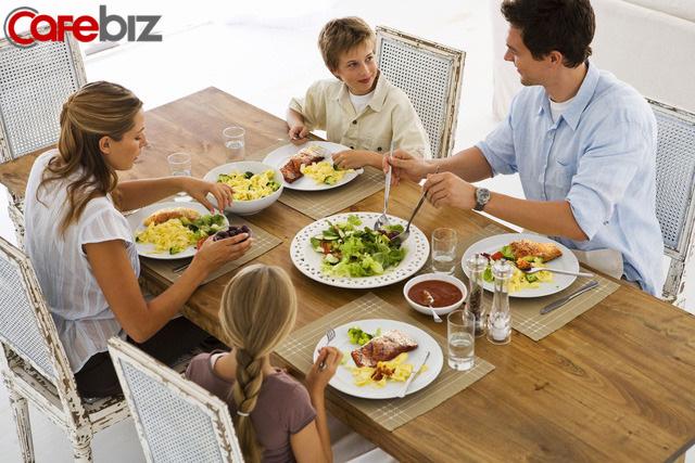 3 biểu hiện khi ăn cơm của một đứa trẻ cho thấy khi lớn lên chúng sẽ thiếu bản lĩnh: Biểu hiện đầu tiên thật khiến người khác khó chịu - Ảnh 5.