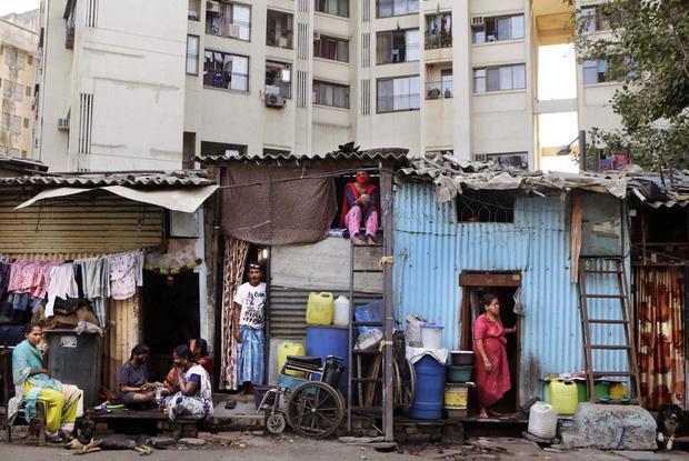 Quốc gia tỷ dân Ấn Độ trong những ngày phong tỏa: Đường phố tấp nập được thế chỗ bởi sự vắng vẻ và những hình phạt cứng rắn với người vi phạm - Ảnh 11.
