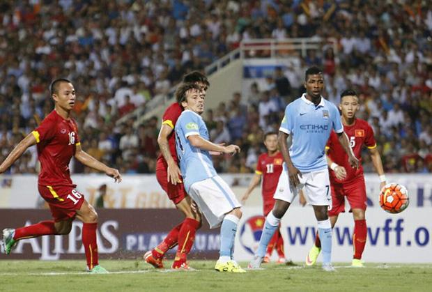 5 lần ông lớn của bóng đá thế giới đối đầu với Đội tuyển Việt Nam: Lionel Messi lỡ hẹn, huyền thoại từng chịu cảnh tù đày Ronaldinho góp mặt - Ảnh 5.