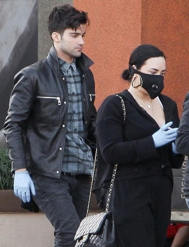 Demi Lovato thẳng mặt tuyên bố không còn chị em gì với Selena Gomez, cảm thấy khó hiểu vì hành động này của bạn cũ - Ảnh 6.