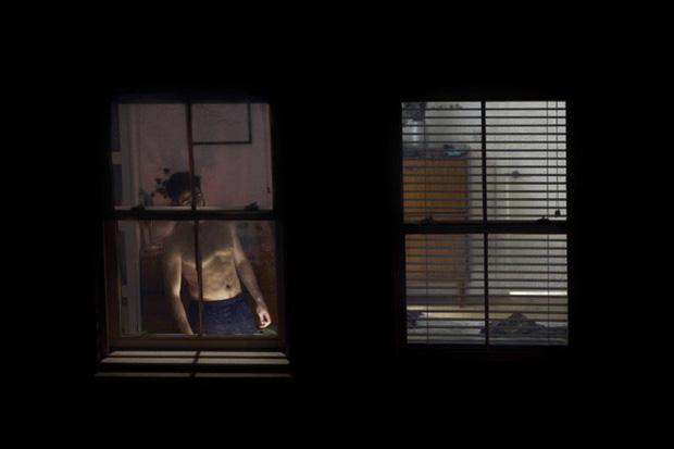 Nhiếp ảnh mùa dịch: Bộ ảnh qua khung cửa sổ hàng xóm trong những ngày ở nhà giãn cách xã hội - Ảnh 6.