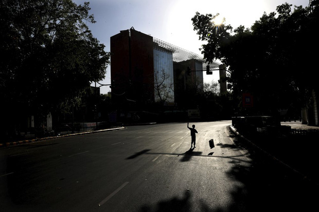 Quốc gia tỷ dân Ấn Độ trong những ngày phong tỏa: Đường phố tấp nập được thế chỗ bởi sự vắng vẻ và những hình phạt cứng rắn với người vi phạm - Ảnh 7.