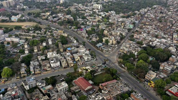 Quốc gia tỷ dân Ấn Độ trong những ngày phong tỏa: Đường phố tấp nập được thế chỗ bởi sự vắng vẻ và những hình phạt cứng rắn với người vi phạm - Ảnh 8.