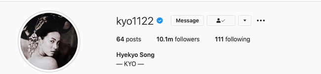 Hành động lạ lùng của Song Hye Kyo, phải chăng đang nhớ lại thời điểm mới yêu đương với Song Joong Ki? - Ảnh 1.