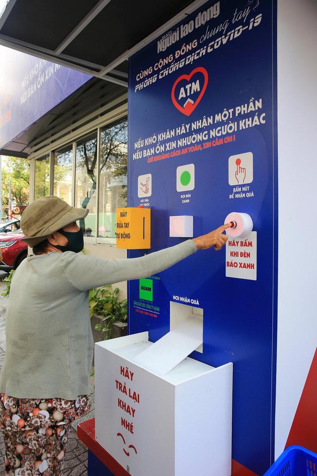 Cận cảnh ATM thực phẩm miễn phí dành cho người nghèo - Ảnh 2.