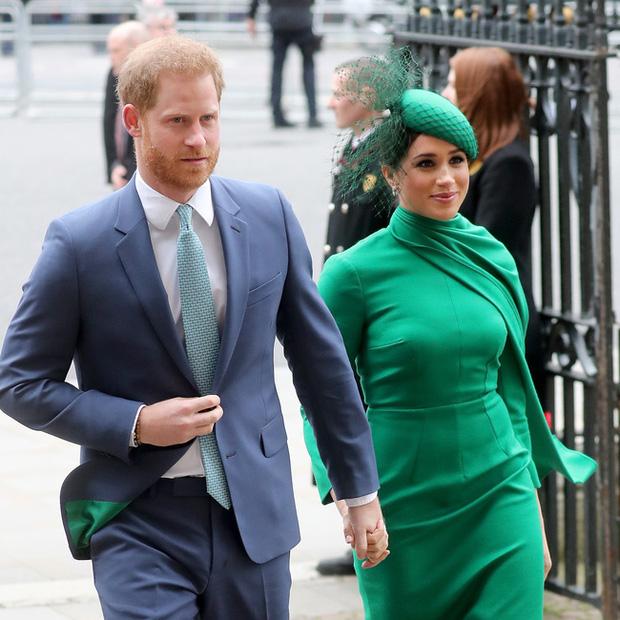 Harry lần đầu xuất hiện công khai sau khi cùng vợ con chuyển đến Mỹ và khiến nhiều người bất ngờ bởi ngoại hình - Ảnh 4.