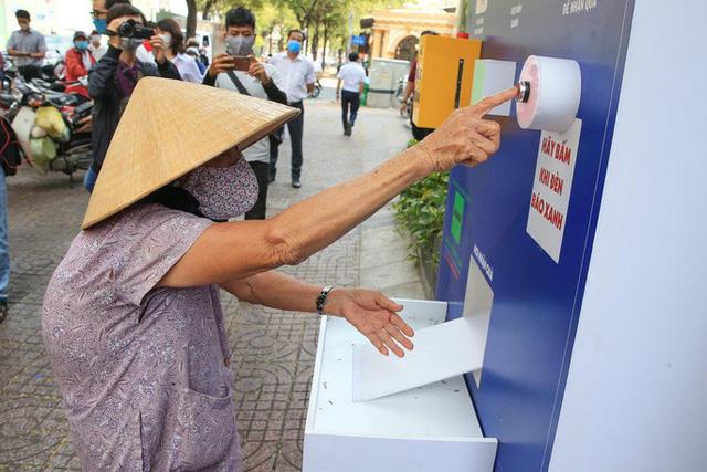 Cận cảnh ATM thực phẩm miễn phí dành cho người nghèo - Ảnh 6.