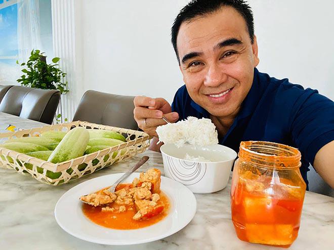 Bữa sáng đạm bạc và sở thích ăn uống của MC giàu nhất Việt Nam Quyền Linh - Ảnh 3.