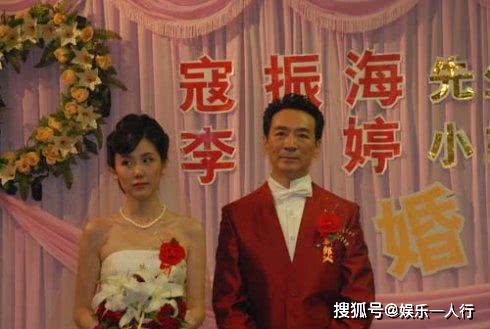 Tài tử Tiếu ngạo giang hồ: Lấy vợ kém 21 tuổi, 54 tuổi làm cha, cuộc sống tuổi U70 ra sao? - Ảnh 7.