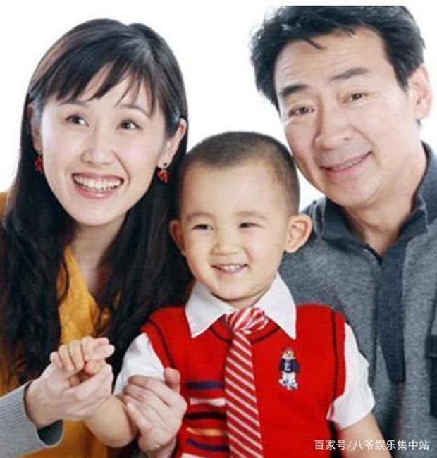 Tài tử Tiếu ngạo giang hồ: Lấy vợ kém 21 tuổi, 54 tuổi làm cha, cuộc sống tuổi U70 ra sao? - Ảnh 8.