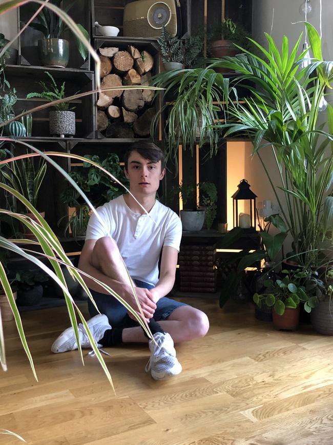 Thanh niên chi hơn 100 triệu đồng mua 1.400 cây cảnh về trồng, kì lạ hơn là cách chăm sóc cây bằng giác quan thứ 6 của anh chàng - Ảnh 6.
