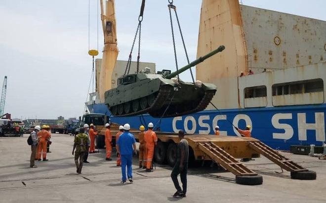 Chất lượng tệ hại, chưa dùng đã hỏng: Vì sao vũ khí Trung Quốc vẫn đắt hàng ở Nigeria? - Ảnh 1.