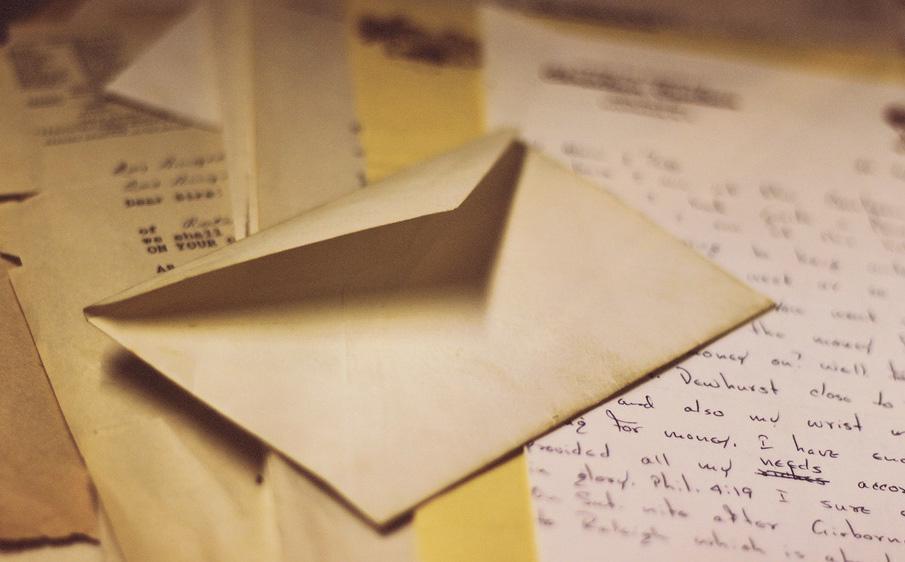 Dọn đồ để ra đi, người phụ nữ bất ngờ phát hiện 1 bức thư từ nhiều năm trước giúp cô thay đổi cuộc đời