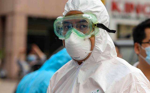 Chuyên gia hàng đầu về virus corona của Mỹ bị đe dọa; Siêu vận tải cơ Nga đáp xuống New York - Ảnh 1.