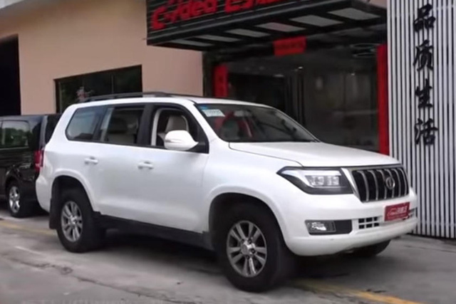 Land Cruiser sắp có bản siêu fake tại Trung Quốc: Dùng động cơ V8, lắp logo Infiniti... ngược - Ảnh 2.