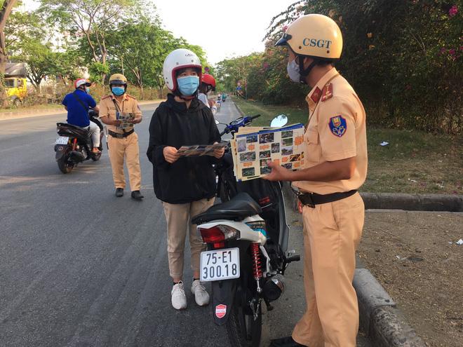Cập nhật dịch Covid-19 ngày 2/4: Thêm 4 người mắc, Việt Nam ghi nhận 222 ca bệnh; Khoảng 500 người làm việc tại sân bay Nội Bài chưa được xét nghiệm Covid-19 - Ảnh 3.