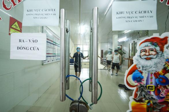 Cập nhật dịch Covid-19 ngày 2/4: Bộ Y tế yêu cầu dừng toàn bộ dịch vụ của cty Trường Sinh; Hưng Yên cách ly hơn 1.400 dân khi ca bệnh 219 là người trong thôn - Ảnh 1.