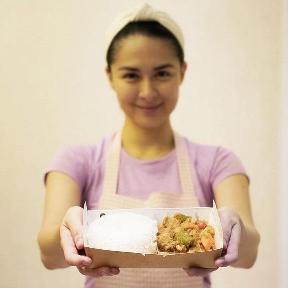 Mỹ nhân đẹp nhất Philippines gây xúc động khi tự tay nấu 200 suất cơm ủng hộ đội ngũ y bác sĩ chống dịch - Ảnh 2.