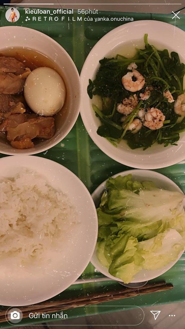Không nhà hàng đắt đỏ, sao Vbiz tiết kiệm với mâm cơm nhà mùa dịch: Tóc Tiên nịnh chồng món ngon, Băng Di nấu bữa chỉ 50K - Ảnh 15.