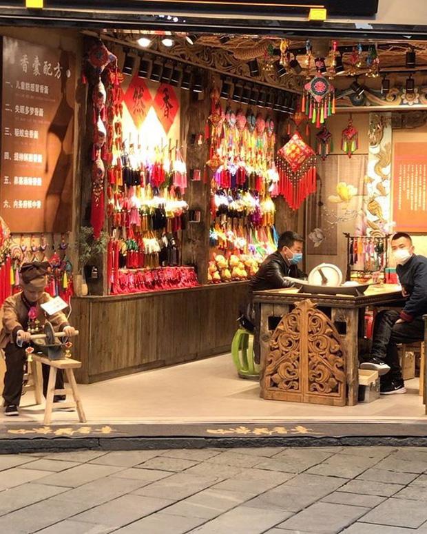 Hai cô gái ghi lại hành trình rời New York trở về Trung Quốc trong bối cảnh dịch Covid-19 cùng những trải nghiệm mong được chia sẻ - Ảnh 4.