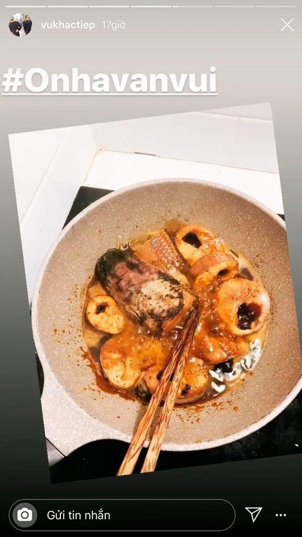 Không nhà hàng đắt đỏ, sao Vbiz tiết kiệm với mâm cơm nhà mùa dịch: Tóc Tiên nịnh chồng món ngon, Băng Di nấu bữa chỉ 50K - Ảnh 27.