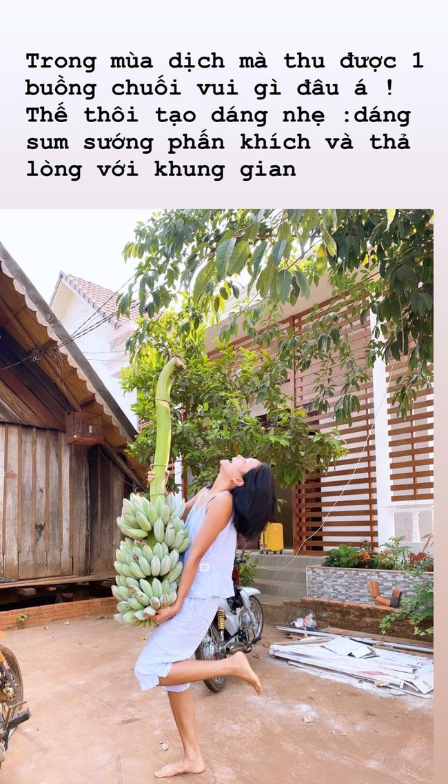 Muôn vàn sắc thái ở nhà chống dịch của dàn Hoa hậu: HHen Niê mặc đồ bộ đi làm nông, riêng Phạm Hương ở nhà thôi cũng có đủ trò gây chú ý - Ảnh 3.