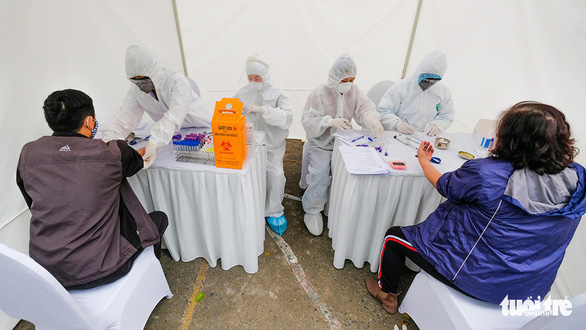 Cập nhật dịch Covid-19 ngày 2/4: Khoảng 500 người làm việc tại sân bay Nội Bài chưa được xét nghiệm Covid-19; Việt Nam có 222 ca bệnh - Ảnh 4.