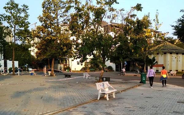 Lý giải sau hình ảnh ghế đá công viên bị 'phong toả' tại TPHCM - ảnh 3