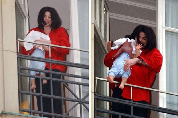 Cuộc sống cô độc của cậu con trai út nhà Michael Jackson: Đứa trẻ không mẹ, 7 tuổi đã mồ côi cha, sống vô hình trong gia tộc giàu sang  - Ảnh 5.