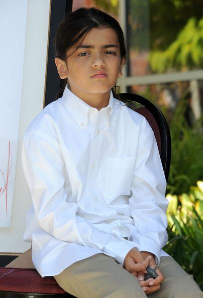 Cuộc sống cô độc của cậu con trai út nhà Michael Jackson: Đứa trẻ không mẹ, 7 tuổi đã mồ côi cha, sống vô hình trong gia tộc giàu sang  - Ảnh 8.