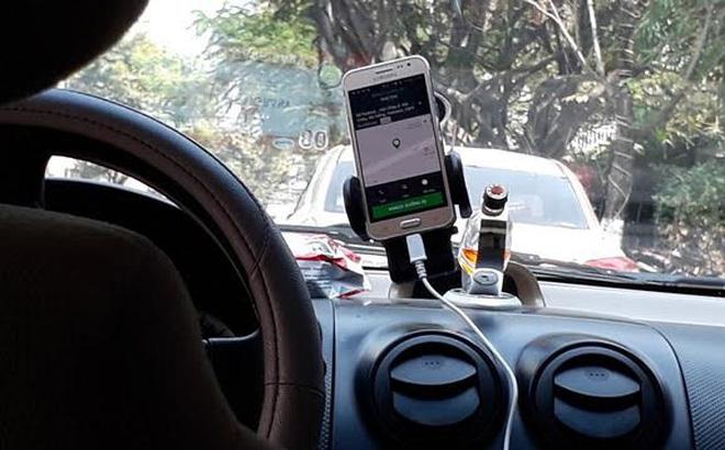 Ảnh hưởng dịch Covid-19, tài xế vay tiền mua ô tô chạy taxi lao đao trong cảnh nợ nần - Ảnh 1.