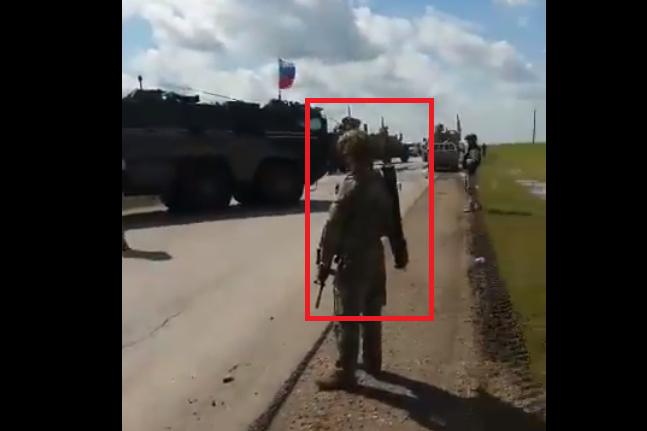 Đối đầu căng thẳng ở Syria, lính Mỹ vác súng chống tăng chặn đường xe bọc thép Nga - Ảnh 1.