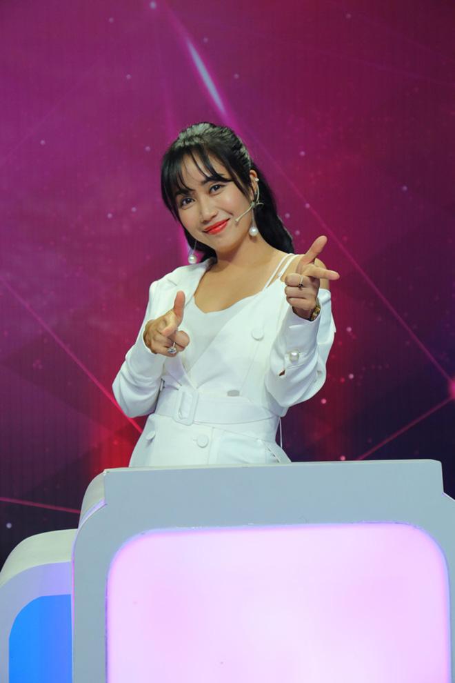 Điều ít biết về nữ MC tài năng, giàu có Ốc Thanh Vân   - Ảnh 1.